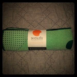 Manduka yogitoes NEW yoga mat towel